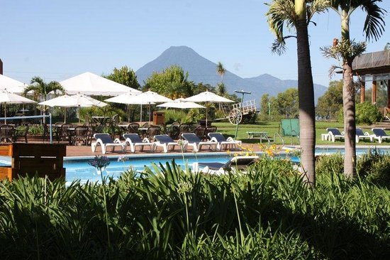 Porta Hotel Del Lago: Pools and Gardens