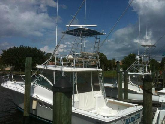 Comfortable air conditioned boat for Deep sea fishing fort myers beach