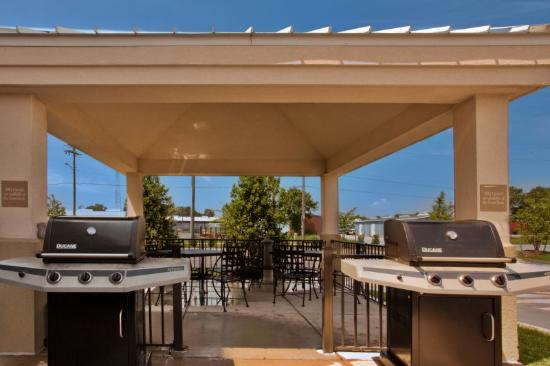 Candlewood Suites Norfolk Airport: Guest Patio