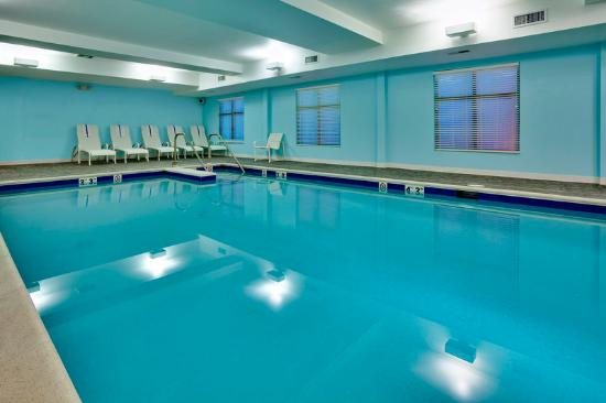 Holiday Inn Express Hotel &amp; Suites Lebanon: Swimming Pool