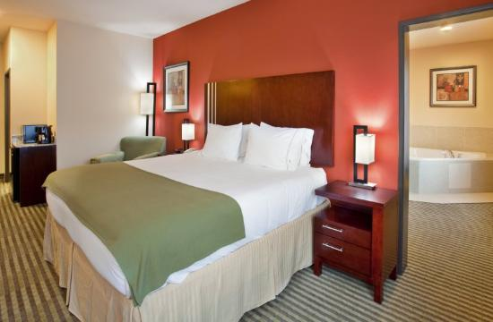 Holiday Inn Express Hotel &amp; Suites Guthrie-North Edmond: Jacuzzi Suite