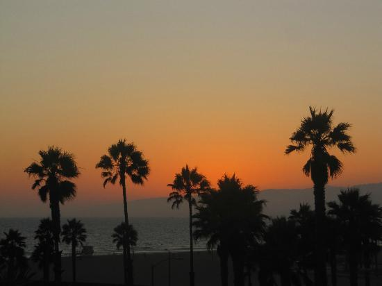 Venice Admiral Suites: Sunset from the roof terrace
