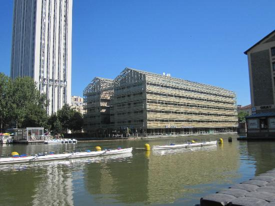 St Christopher's Canal Paris: Outside the hostel
