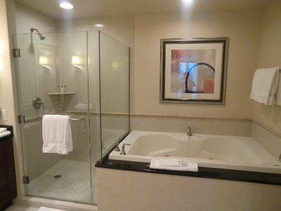 dusche badewanne whirlpool bild von signature at mgm grand las vegas tripadvisor. Black Bedroom Furniture Sets. Home Design Ideas
