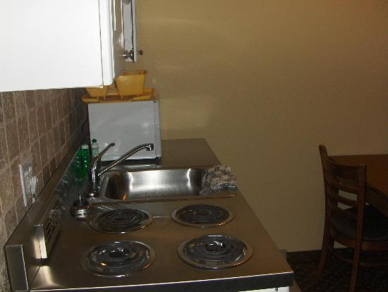 The Pelican Motel: Kitchen area