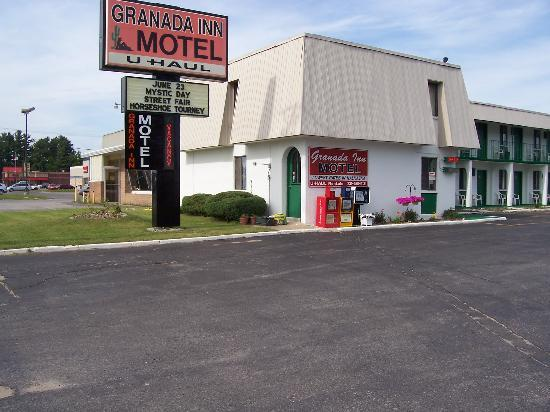 Granada Inn Motel: View from the street