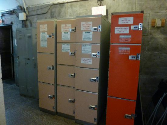HI Ottawa Jail Hostel: lockers