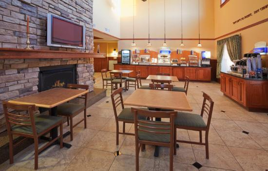 Holiday Inn Express Turlock: Breakfast Area