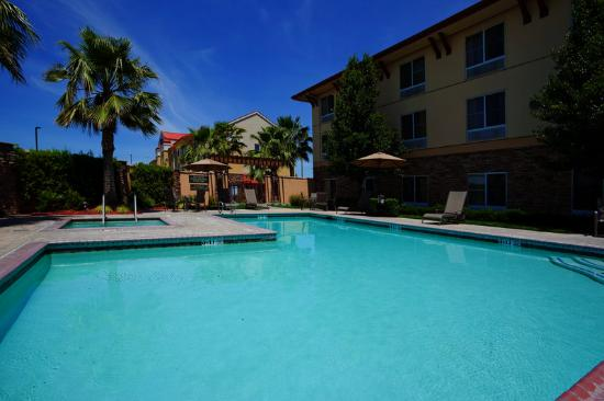 Holiday Inn Express Turlock: Swimming Pool