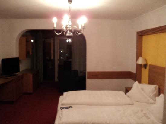 Lermoos, Austria: Bed and additional area with sofa