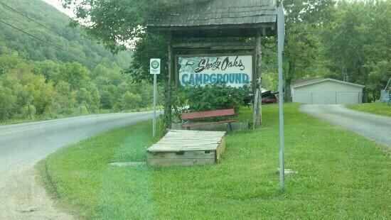 Shady Oaks Campground: The sign for the place