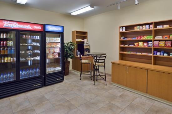 Candlewood Suites Norfolk Airport: Cupboard