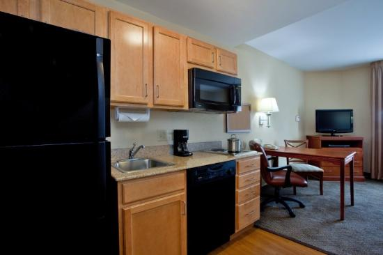 Candlewood Suites Norfolk Airport: Suite