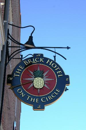 Brick Hotel On The Circle: Sign