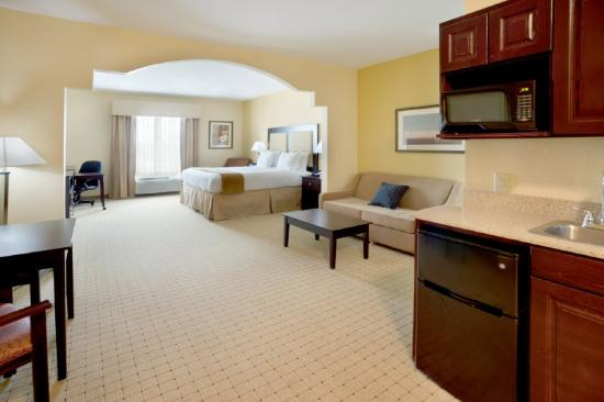 Holiday Inn Express & Suites - Georgetown: Executive Suite