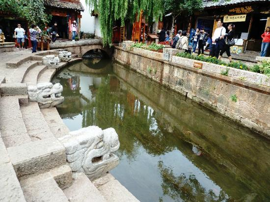 Sifang Streets Square: One of the attractive river (stream) passes by the edge of the square