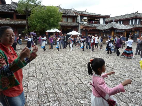 Sifang Streets Square: More fun and dance