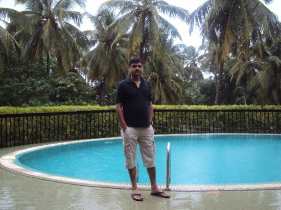 Neelam Hotels - The Glitz Goa: pool area