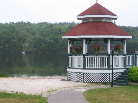 Inn on the Lake: Gazebo