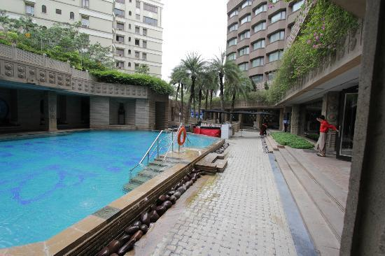 Courtyard By Marriott Hyderabad: Pool Side