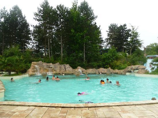 Piscine bild von center parcs les bois francs verneuil for Piscine center parc