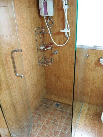KC Place Serviced Apartment: washroom