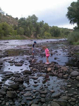 DoubleTree by Hilton Durango: Kids exploring river just outside hotel.