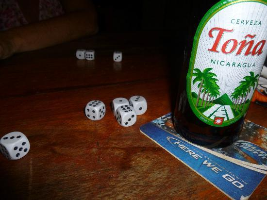 Empalme a Las Playas: Liar&#39;s Dice and a cold Toa.