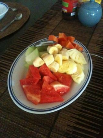 Robins Place: tropical fruit platter for breakfast