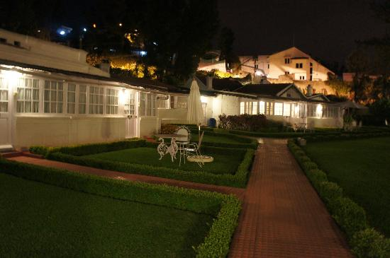 Savoy Hotel Ooty: cottages @ night
