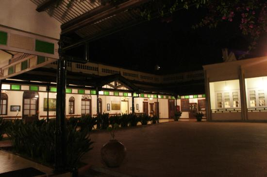 Savoy Hotel Ooty: front office @ night