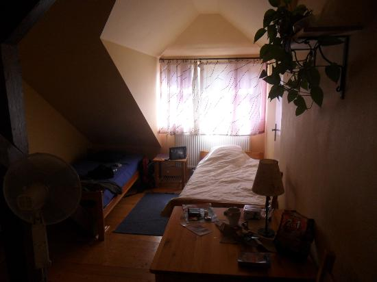 Guest House Merlin: Spacious and quirky room