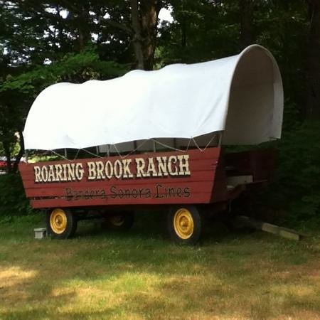 Roaring Brook Ranch & Tennis Resort: beautiful wagon at RBR