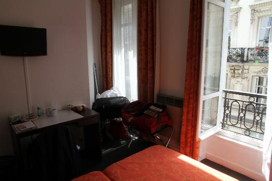 Goldhotel: Room inside, with street view,