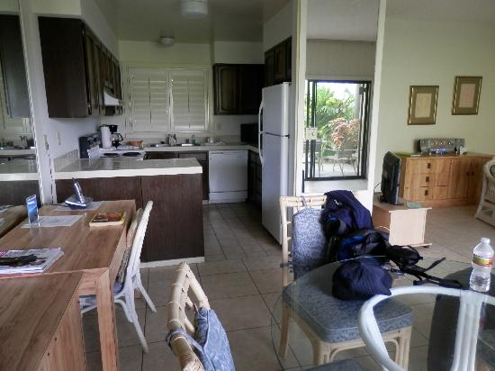 Lae Nani Resort Condos: Unit 314 Dining / Kitchen