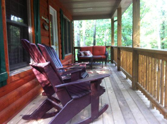 Cedar Rock Cabins: Front Porch of Violet's Song