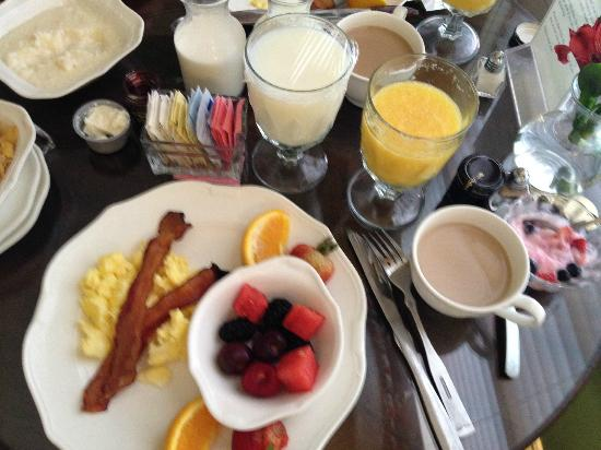 John Rutledge House Inn: Breakfast