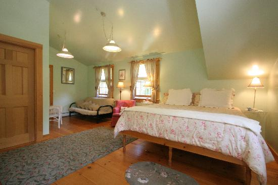 The Old Saco Inn: The Emma Room