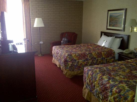 Drury Inn &amp; Suites Charlotte North: Room from the front