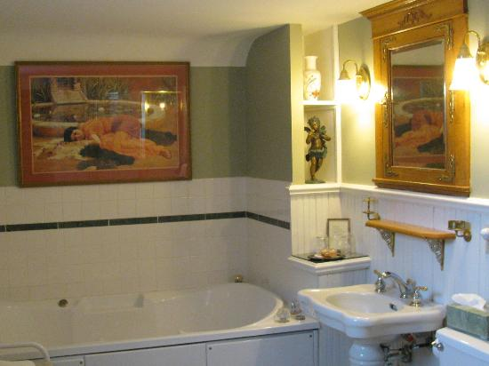Scofield House Bed and Breakfast: Beautiful bathroom with jacuzzi tub