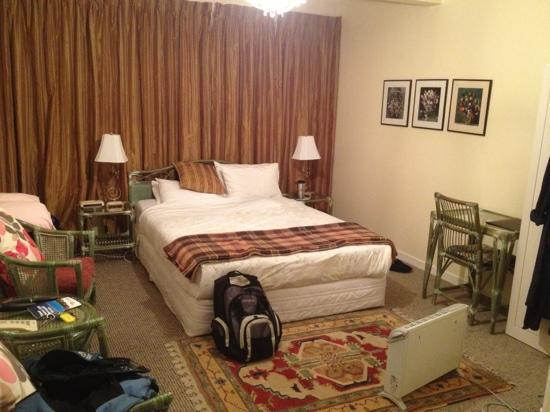Bavaria Bed & Breakfast Hotel: clean room but furniture a little dated