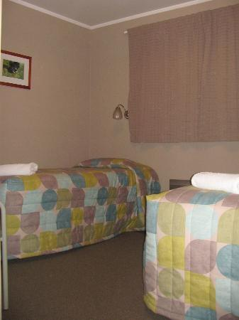 Timaru TOP 10 Holiday Park: Twin room in our Park Motel units