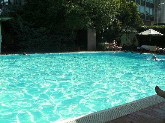 Italiana Hotels Florence : Swimming Pool at 5.30pm