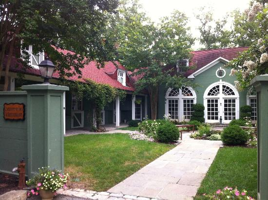 Goodstone Inn & Restaurant: The front of the Carriage House