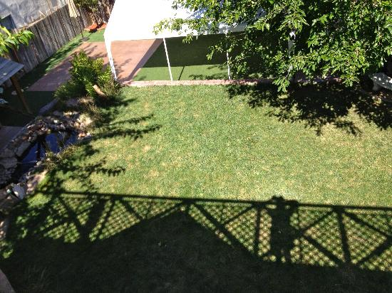 Downtown Historic Bed & Breakfasts of Albuquerque: View of left yard from Ivy Room Balcony