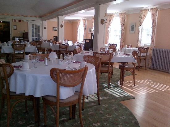 Sunny restaurant/breakfast room, Franconia Inn