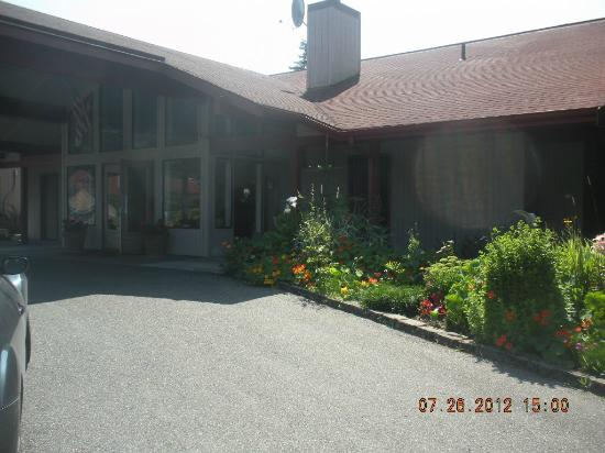 Sequim Bay Lodge: office