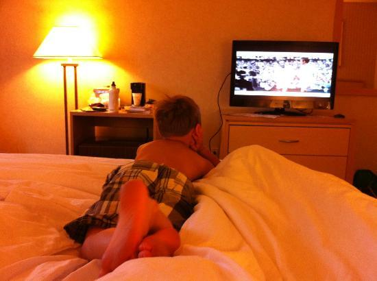 Quality Inn: Watching a little tv
