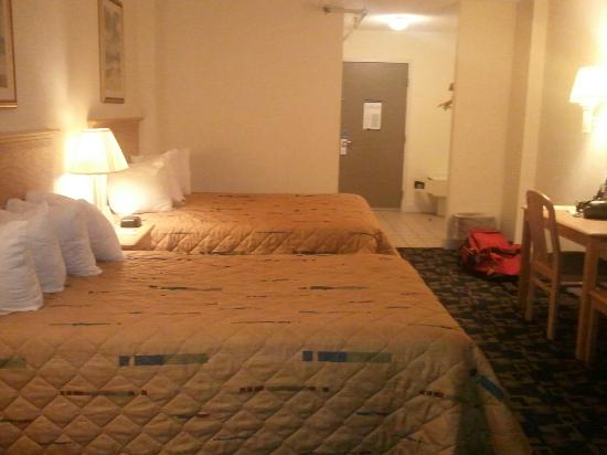 Days Inn Virginia Beach Oceanfront: Beds
