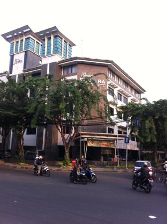 Grand Cemara Hotel: front of the hotel